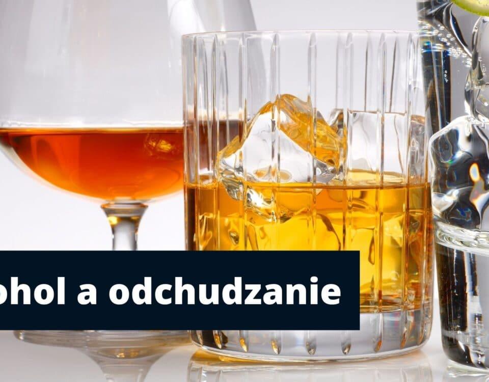 Kieliszek i szklanki z różnymi trunkami i tytuł artykułu alkohol a odchudzanie.